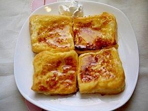 「カリフワ!週末のブランチに。。。フレンチトースト」カリっとした外側とフワッとした内側!トーストの甘さ控えめで、メープルたっぷりが好みです。【楽天レシピ】