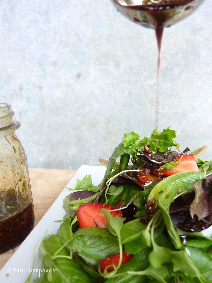 Image from http://www.whitegunpowder.com/wp-content/uploads/2014/07/Salad-balsamic-vinaigrette-pic-4-w700-x-933h-1.jpg.