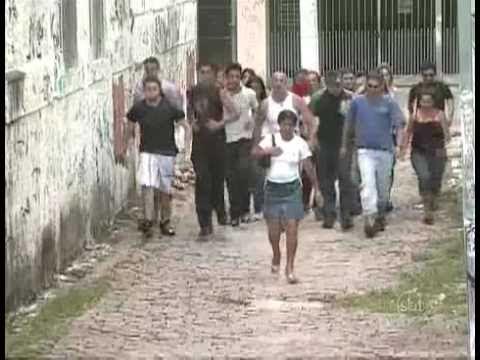 Peatones manteados en brasil (cámara oculta)   WorldStarReggaeton.com