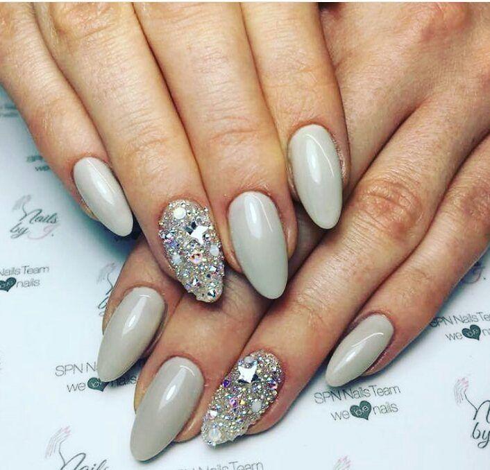 """Polubienia: 1,405, komentarze: 5 – SPN Nails Professional (@spnnails) na Instagramie: """"UV LaQ 582 - Steel Glaze + kryształy Swarovskiego 💎💅 Nails by @nails.by.ju  #spnnails #nails…"""""""
