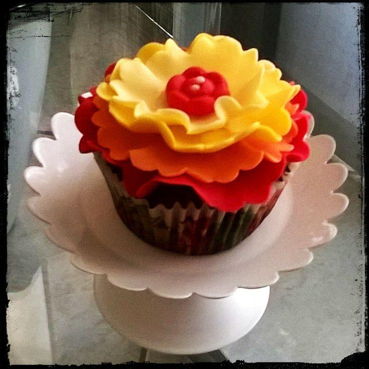 Cupcakes alle pesche tabacchiera ... una merenda floreale =)