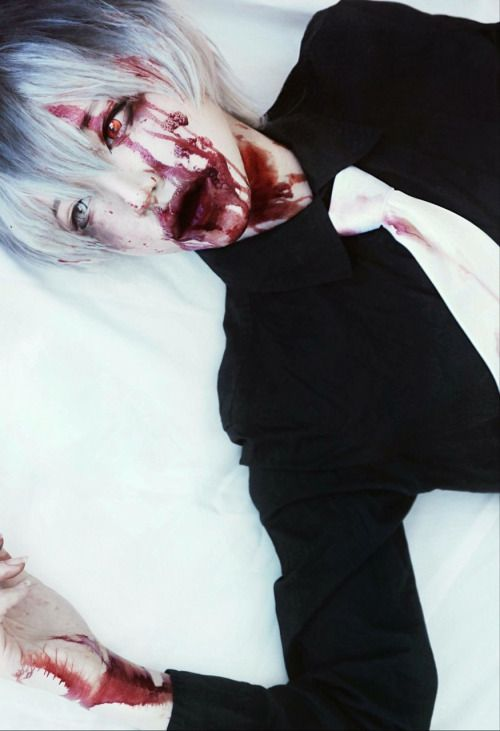 suzumehh: Does anyone know who cosplay these Tokyo Ghoul...