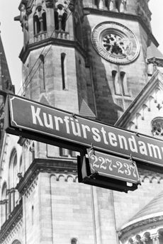 An der Gedaechtniskirche Berlin 1930er