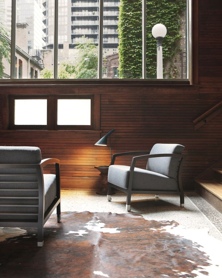 The wind blows during winter in Chicago. Hence, the owners of this house dressed the Malena armchair with the warm Divina Melange fabric, for a cosy feel while reading a novel, watching their favorite sports team or just for a chat with friends.