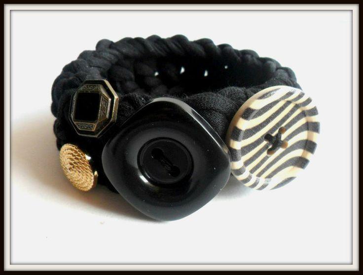 Bracciale di fettuccia nera, lavorato con uncinetto, con bottoni : Braccialetti di i-tesori-di-maya