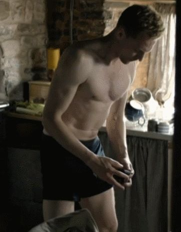 Tom Hiddleston shirtless in The Night Manager (Episode 2).