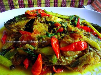 Resep Ikan Mas Bumbu Kuning   Resep Masakan Indonesia - masakenaksehari.blogspot.com