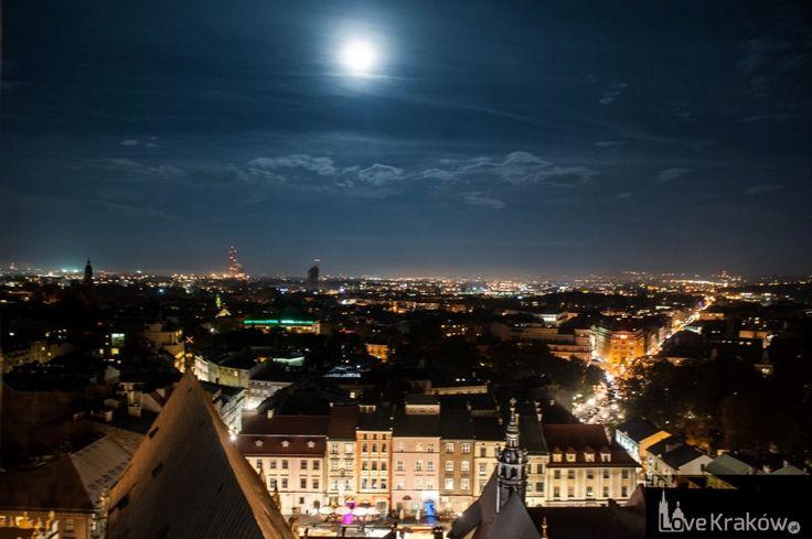 Kraków nocą z Wieży Mariackiej. Love Kraków