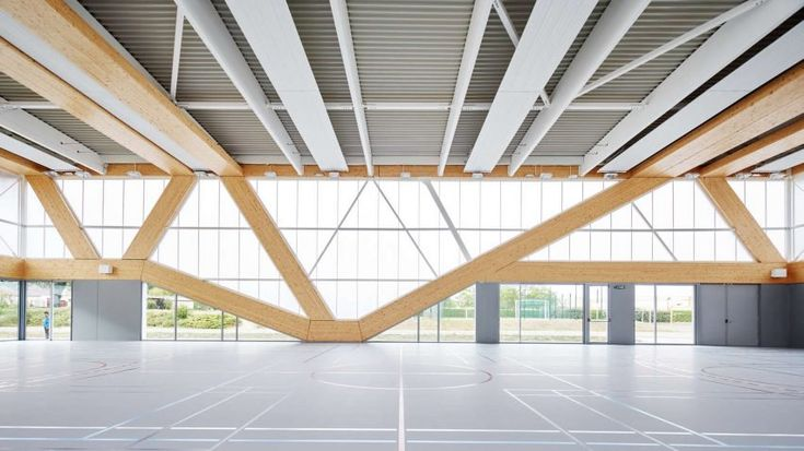 To form these diagonal wooden columns, the architects used glue-laminated timber, a type of engineered wood formed by layering up multiple slices of wood and gluing them together.