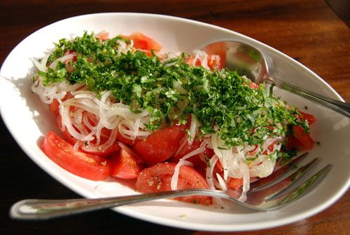 so simple and so delicious! ¨ensalada chilena¨combines fresh tomatoes, onion (onion flavor is tempered with sugar or salt), fresh basil or cilantro, wine vinegar, and S yummm!