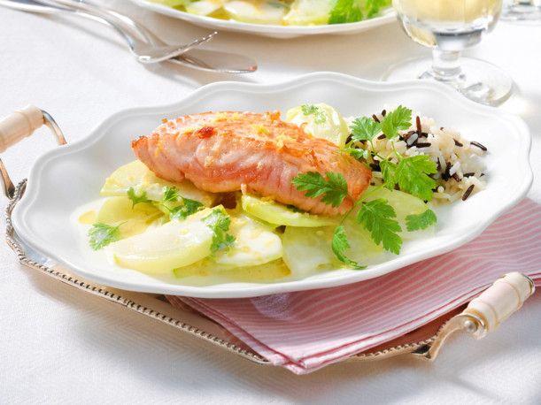 Unser beliebtes Rezept für Gebratener Lachs zu Zitronen-Kohlrabi und mehr als 55.000 weitere kostenlose Rezepte auf LECKER.de.