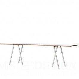 Der Loop Stand Table von Leif Jørgensen wurde speziell für Hay entworfen und ist ein schlichter Esszimmertisch in elegantem Design. Charakteristisch für die Loop Stand Tische ist die dünne Tischplatte und die außergewöhnliche Form de Tischbeine. Dieser Allroundtisch kann sowohl als Esszimmertisch dienen, ist jedoch auch zum Aufbau der Eisenbahn oder als Zeichentisch geeignet...
