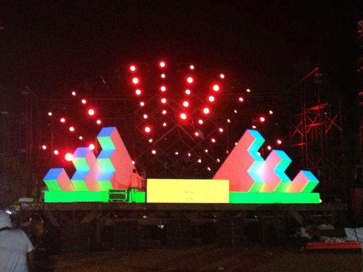 Cubezoid Stage