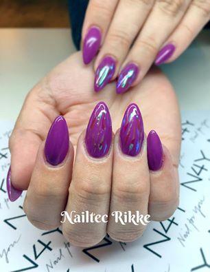 Rikke på negle skavelon kursus har lavet disse lilla gele negle