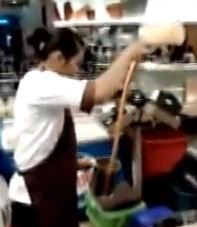 How To Make Thai Iced Tea in Bangkok Video | The Travel Tart Blog