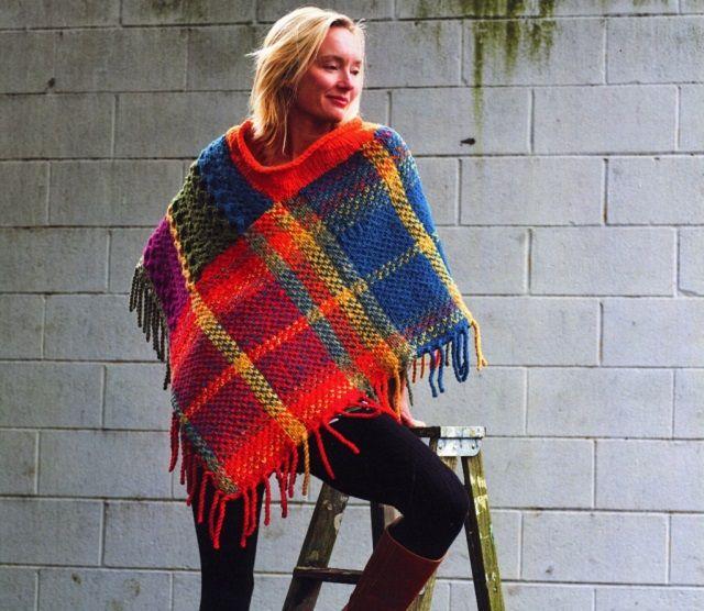 Ecco qualche schema maglia per fare il poncho di lana ai ferri. Istruzioni e indicazioni con materiali da utilizzare.