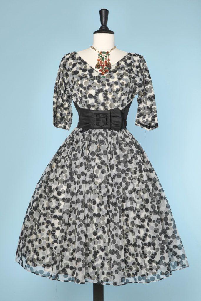 Robe 1950 en voile de nylon blanc à pois noirs