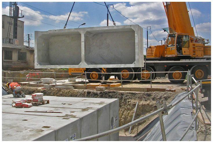 En 2015, Chapsol a complété sa gamme de solutions Stockage d'Eau par un ECOBASSIN-XL, une structure unique de part sa conception. Cette structure cadre monolithique, avec ses deux alvéoles communicantes et sa rapidité de mise en oeuvre, offre un réel avantage de réduction des coûts dans la réalisation des ouvrages d'envergure. #chapsol #ecobassin #ecobassinXL - ECOBASSIN-XL • Cour Revest à St Denis (93) • SNCF Réseau