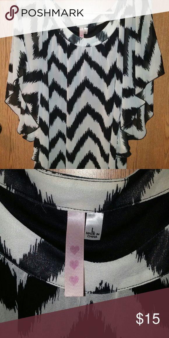 A flowey black/white chevron print top Black and white chevron print top, only worn twice Tops Blouses