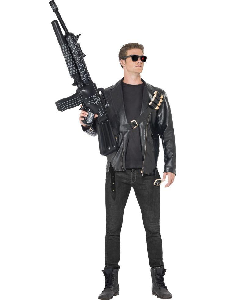 Terminator. Terminator naamiaisasu tekee kantajastaan melkoisen taistelijan. Naamiaisasuun kuuluvat tietenkin myös elokuvista tutut tuhoajakyborgin lasit. Naamiaisasun teema sopii hyvin penkkareihin ja muihin naamiaiskarkeloihin. Tässä asussa ei tarvitse olla mikään varsinainen suupaltti, riittää kun opettelee legendaarisen repliikin: I´ll be back.