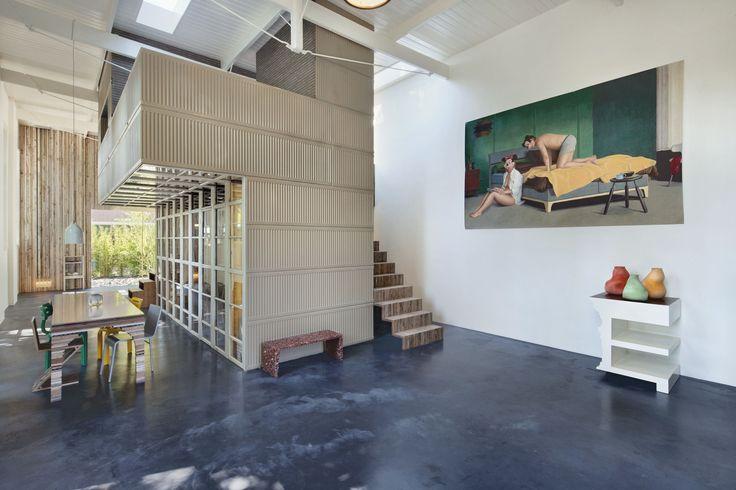Een voormalig koetshuis aan een hofje aan de Maliebaan is door Rolf Bruggink en Niek Wagemans getransformeerd in een woon-/werkruimte. Wat het gebouw bijzonder maakt, is dat het complete interieur …