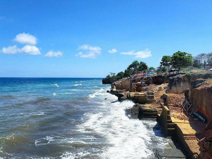 Pulau Sapudi merupakan sebuah wilayah yang masuk dalam kawasan Sumenep, Madura, Jawa Timur. Sebuah pulau yang masih belum begitu terdengar ini menyimpan kekayaan sumber daya alam yang melimpah. Terumbu karang dan ikan-ikan kecil yang cantik, keberadaan hutan mangrove yang sejuk, dan padang lamun terhampar luas di tepi peraian laut dangkal. [Photo by https://instagram.com/chairildjakakusuma]