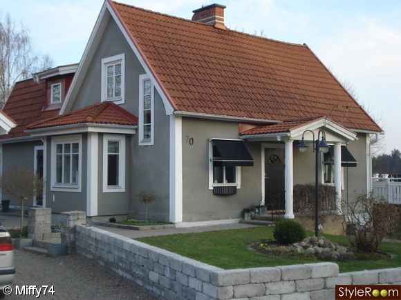 House Color - Grey Body, White Trim, Red roof