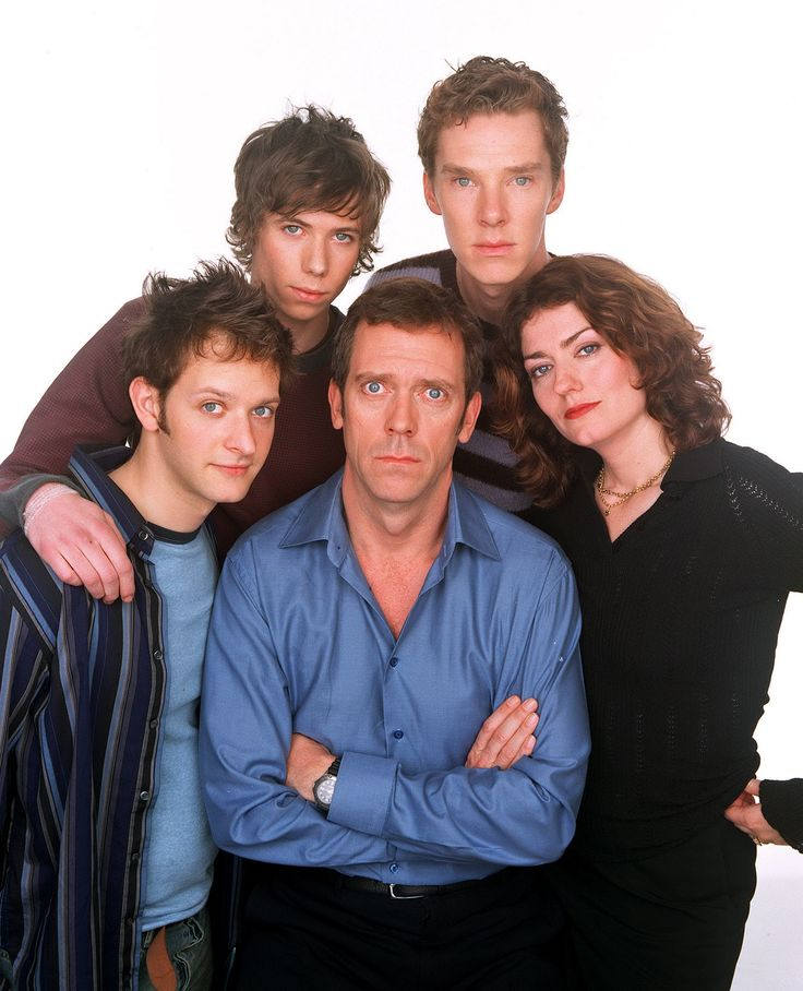 2003 06 15 - ' Fortysomething ' by Ceri Meyrick. Caption :  'Fortysomething' - 2003  (L-R): The Slippery family: Neil Henry as Dan, Joe Van Moyland as Edwin, Hugh Laurie as Paul, Benedict Cumberbatch as Rory and Anna Chancellor as Estelle.