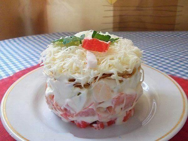 Самые вкусные рецепты: Салат с крабовыми палочками и помидорами
