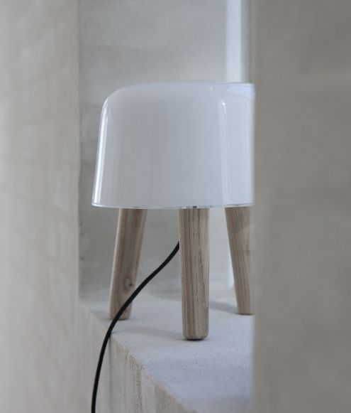 Inspired by the classic Nordic milk stool. The angle of the legs and the soft edges give the lamp its anthropomorphic character.