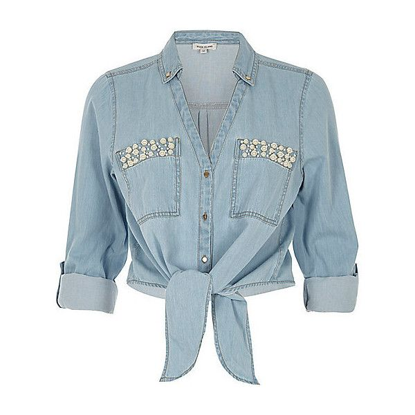 Blauw denim overhemd met strik voor, pareltjes en zak (€45) ❤ liked on Polyvore featuring tops, denim button down top, blue top, denim top, button up top and zak