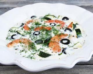 Nage de gambas à la crème, courgettes et olives noires : http://www.fourchette-et-bikini.fr/recettes/recettes-minceur/nage-de-gambas-la-creme-courgettes-et-olives-noires.html