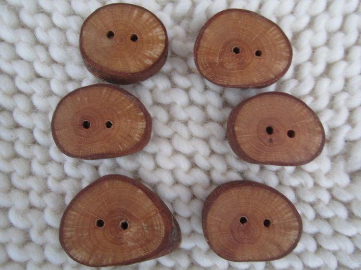 Holzknöpfe - Holzknöpfe aus Haselnuss 6 St.- Handarbeit - ein Designerstück von handlagarn-Schweden bei DaWanda