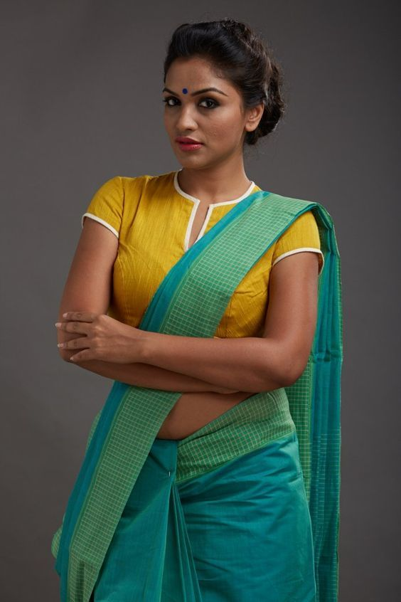 Seamstress collections, Seamstress collections from kerala, balaramapuram sarees, balaramapuram sari weaving, balarampuram handwoven technique, balarampuram weaving history, handwoven balaramapuram, kasavu sarees, tikli.in, tikliwali, tikli fashion, tikli blog, tikli fashion blog, tikli shopping destination, tikli event, tikli.in collections