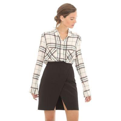 Pimkie.de : Nach dem schicken Trapper-Trend kombiniert man gerne das karierte Hemd mit einem schwarzen Wickelrock.