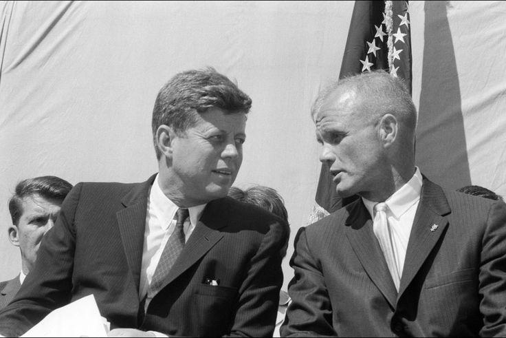 JOHN FITZGERALD KENNEDY ET JOHN GLENN, FÉVRIER 1962