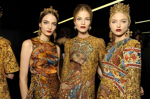 Backstage-at-the-Dolce-Gabbana-2014-Fall-Winter-Womenswear-Collection-Show-Makeup-Tips_43