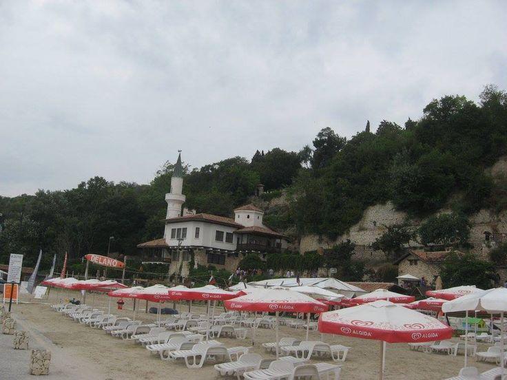 În fiecare an, Bulgaria primeşte 8,9 milioane de turişti, în principal din Grecia, România, Rusia, Germania, Regatul Unit şi din Scandinavia. După 1995, s-a format şi dezvoltat turismul balnear de-a» Citește mai mult