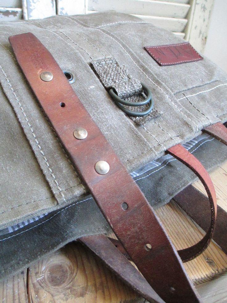 Dimensions : 55 x 35cmBase de fond : 39 x 19cmEn toile robuste de l'arm�eChiffres et �toile en cuirAnses vintageInt�rieur doubl� toile � matelas 1 pocheEntretien : Pressing