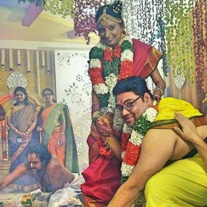 """Aalaporaan Thamizhan"" singer Deepak got Married to Veena Murali, who is also a singer. #AalaporaanThamizhan #Mersal #SingerDeepak #SingerVeenaMurali #Marriage #November23 #StarsMarriage #CineUpdate #ChennaiUngalKaiyil"