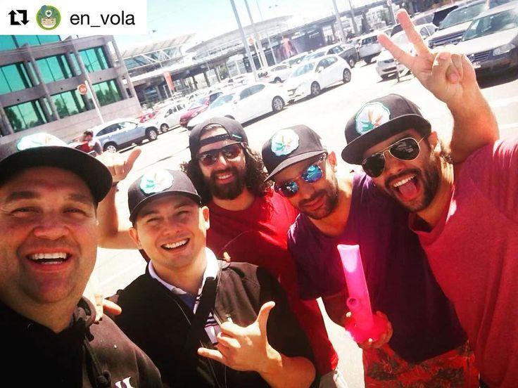 #Repost @en_vola with @repostapp  BIENVENIDOS A CHILE #PMG!  Quemando en el aeropuerto con los amigos de @piecemakergear . Nos vemos en la @expoweed !!! Blaze your own trail. #piecemakergear.com #piecemaker #blazeyourowntrail #byot #expoweed #puentealto #chile #santiago #vivachile #instachile #buenosdias #marihuana #marijuana #bong #420 #stoner #headshop #moderntrail #siliconebong #adventureanywhere #weedstagram #uruguay #hightimes #dopecup #bigindustryshow #montevideo  #champstradeshow…