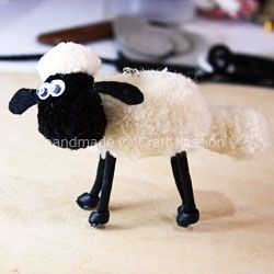 Must make this pom pom sheep!  Can you say Wallace and Grommit?!!!  I'm in love.