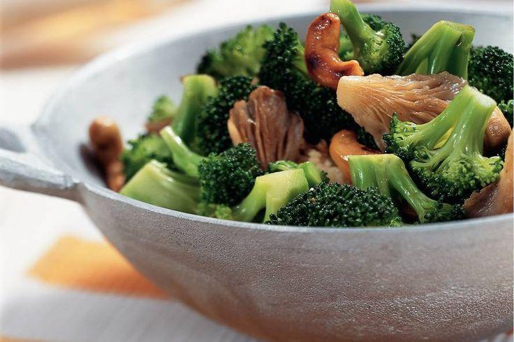 Kijk wat een lekker recept ik heb gevonden op Allerhande! Roergebakken broccoli en oesterzwammen
