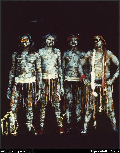 photo Jacqueline Mitelman ,  Dancers from the Australian Aboriginal band Yothu Yindi