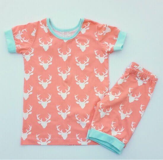 Freebook für einen Kinder-Schlafanzug aus Jersey mit kurzem Arm ❤ PDFSchnittmuster ❤ mit Tutorial ❤ für Anfänger geeignet ❤ ✂ Nähtalente.de ✂