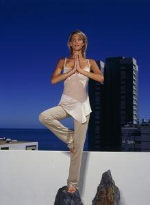 como practicar yoga en casa