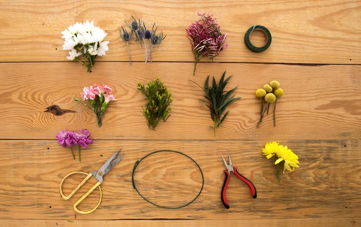 DIY – Viva a Primavera! // Para celebrar a chegada da nossa estação do ano favorita, fomos aprender a fazer uma grinalda de flores.