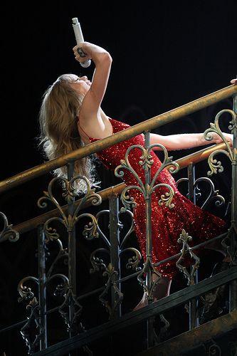 Brett Eldredge: Taylor Swift Tour Amps Up Performing Songwriting ... - http://dailyezette.com/brett-eldredge-taylor-swift-tour-amps-up-performing-songwriting/ - The Daily E'zette