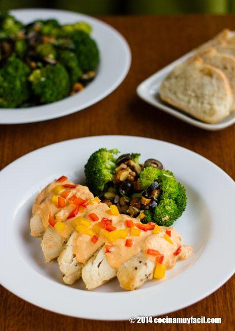 Pollo en crema de pimientos. Receta para Navidad | Cocina Muy Fácil | http://cocinamuyfacil.com