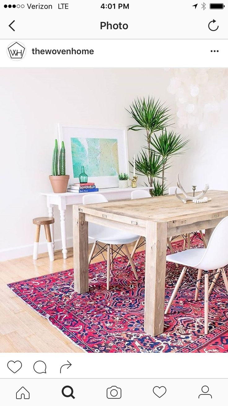 Gorgeous rug and simple table